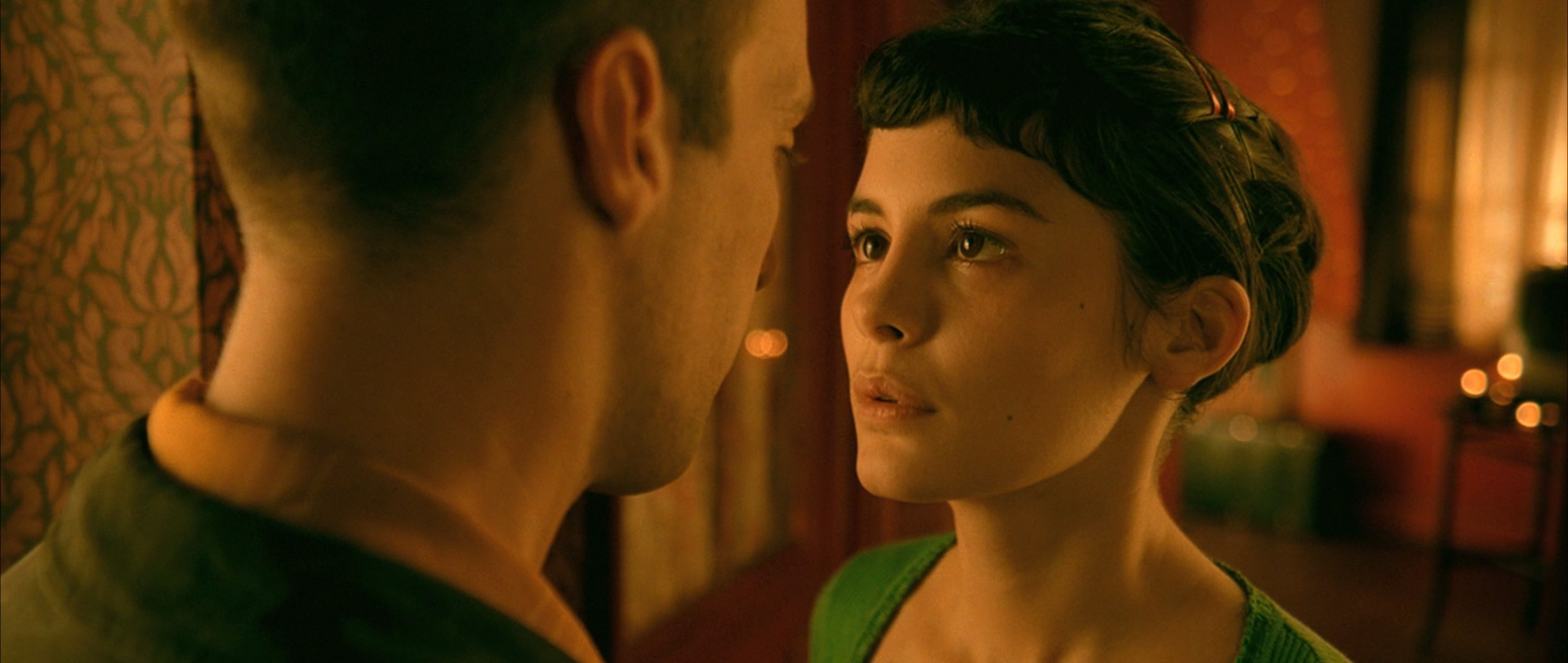 essay questions on amelie Free essay: jean-pierre jeunet's film amelie imagination is an intrinsic part of the human experience it has the power to mold reality by defining the.