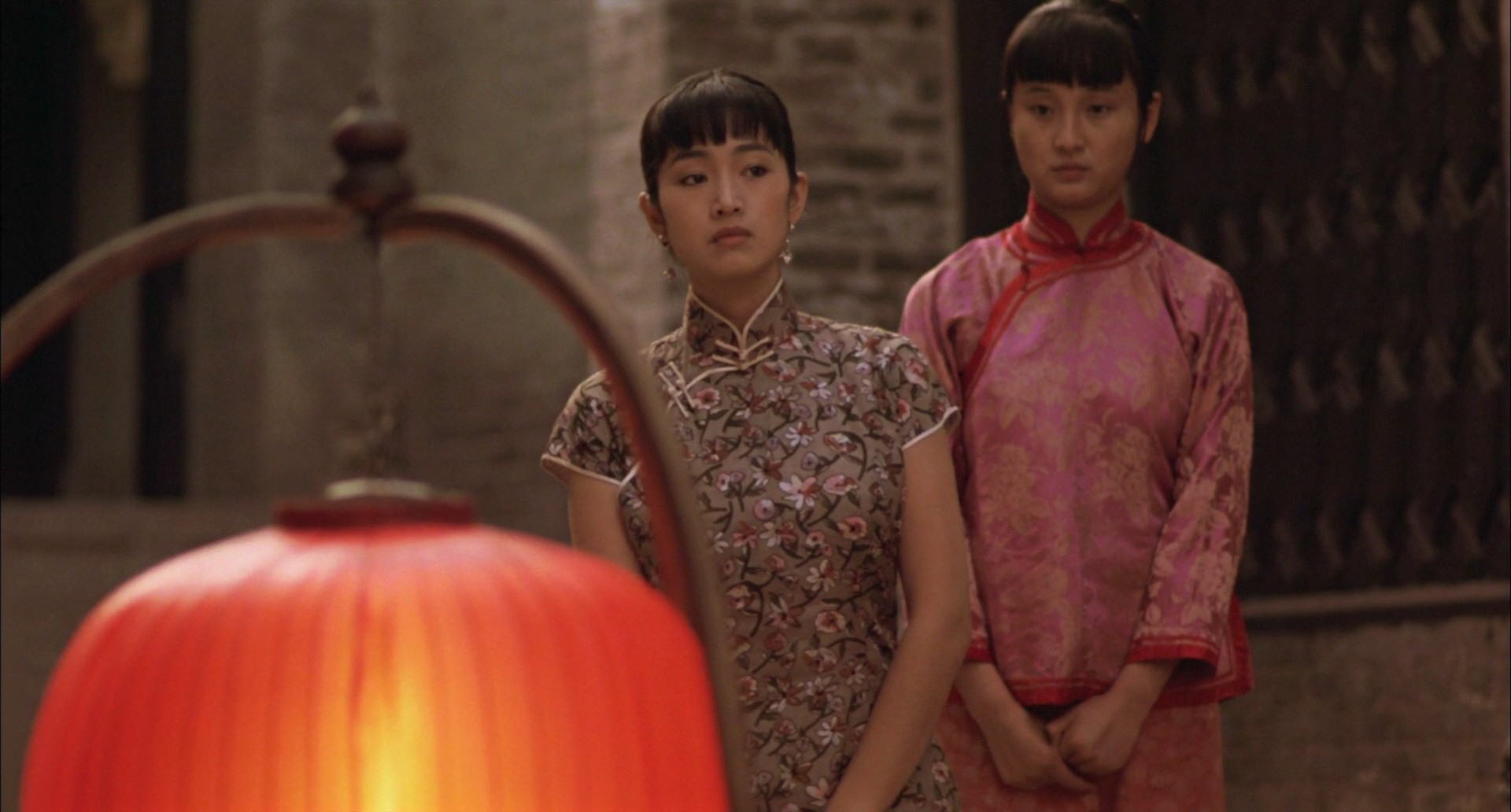 a literary analysis of raise the red lantern Analyze the artistic use of colours in zhang yimou's films screened in class during the term, particularly in his films red sorghum (1988) and raise the red lantern (1991) 3 make an academic analysis of red sorghum from your own perspective.