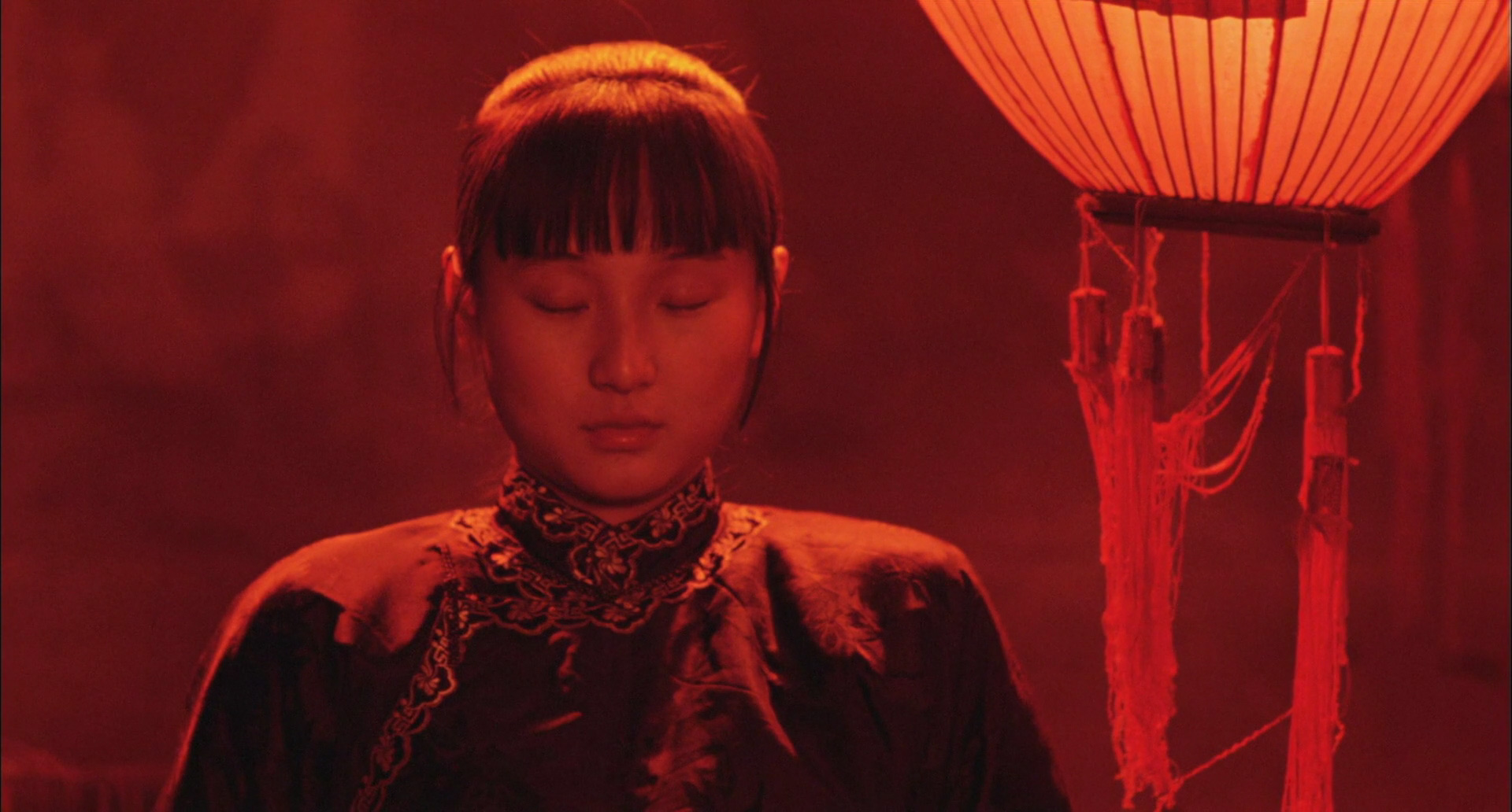 raise the red lantern thesis Songlian (gong li), the college-educated beauty who arrives at a feudal manor house at the outset of zhang yimou's raise the red lantern, insists on carrying her.