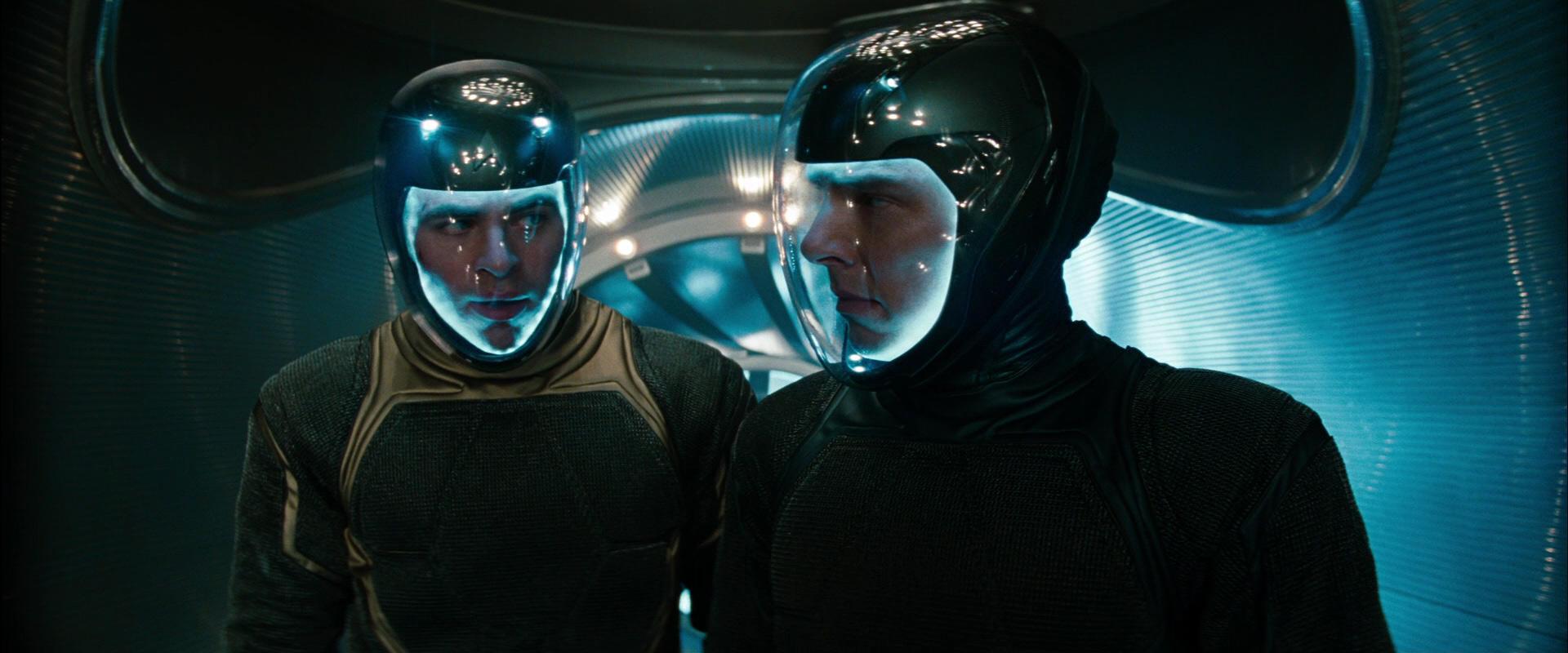 Into Darkness Star Trek Star Trek Into Darkness è un film di fantascienza del 2013 diretto da J J Abrams Seguito del film del 2009 che costituiva il reboot